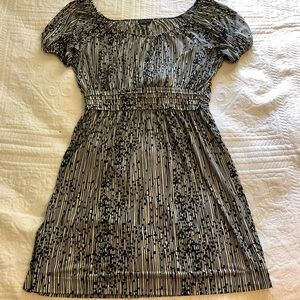 Pretty Black and White Pattered Dress in Large.